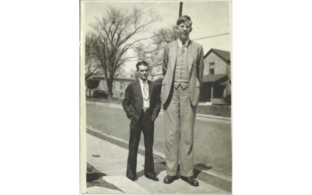 Rober Wadlow is tall.