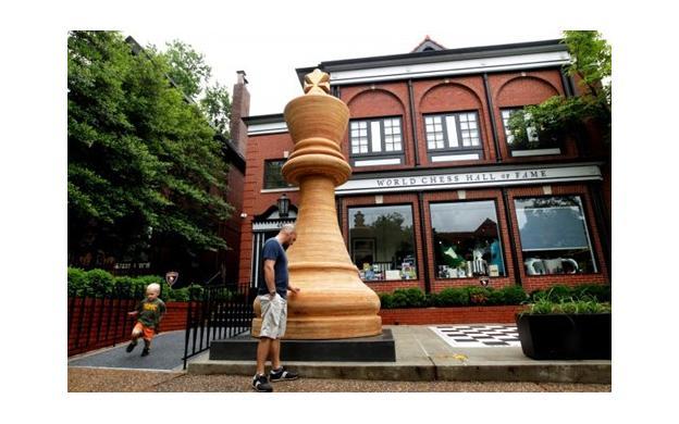 World's Largest Chess Piece, St. Louis