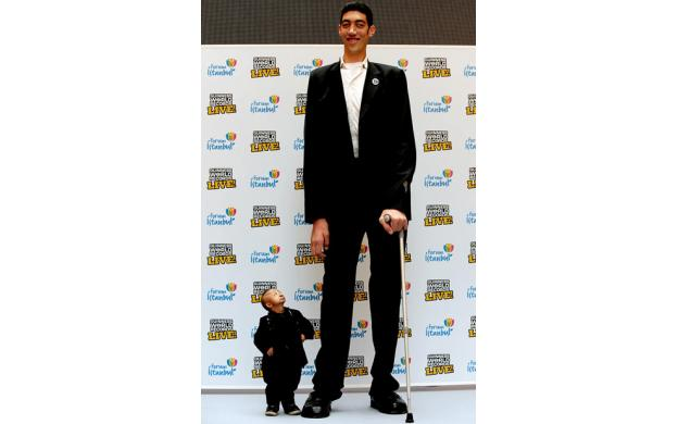 Tallest Man and Shortest Man on Earth